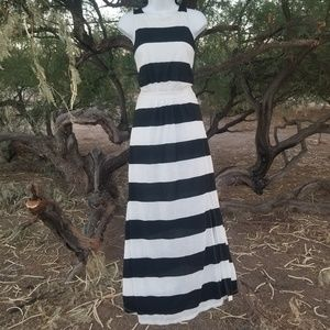 Black and white Maxi dress size XS